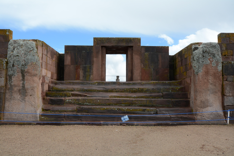 Destinos en Bolivia.Puerta del Sol en Tiwanacu