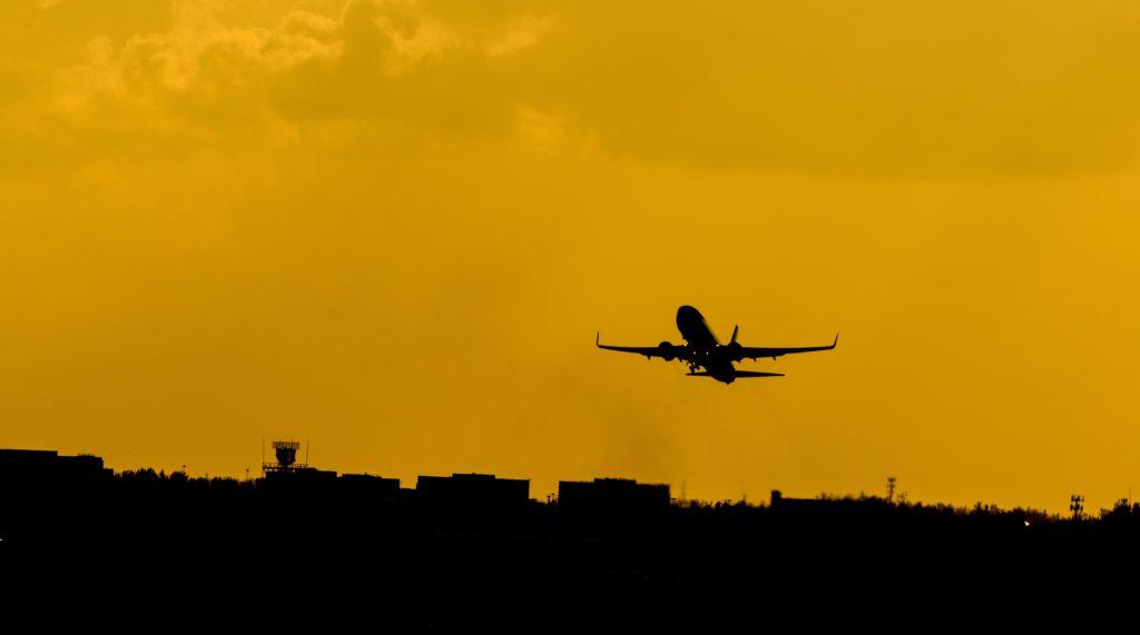Silhueta de un avión