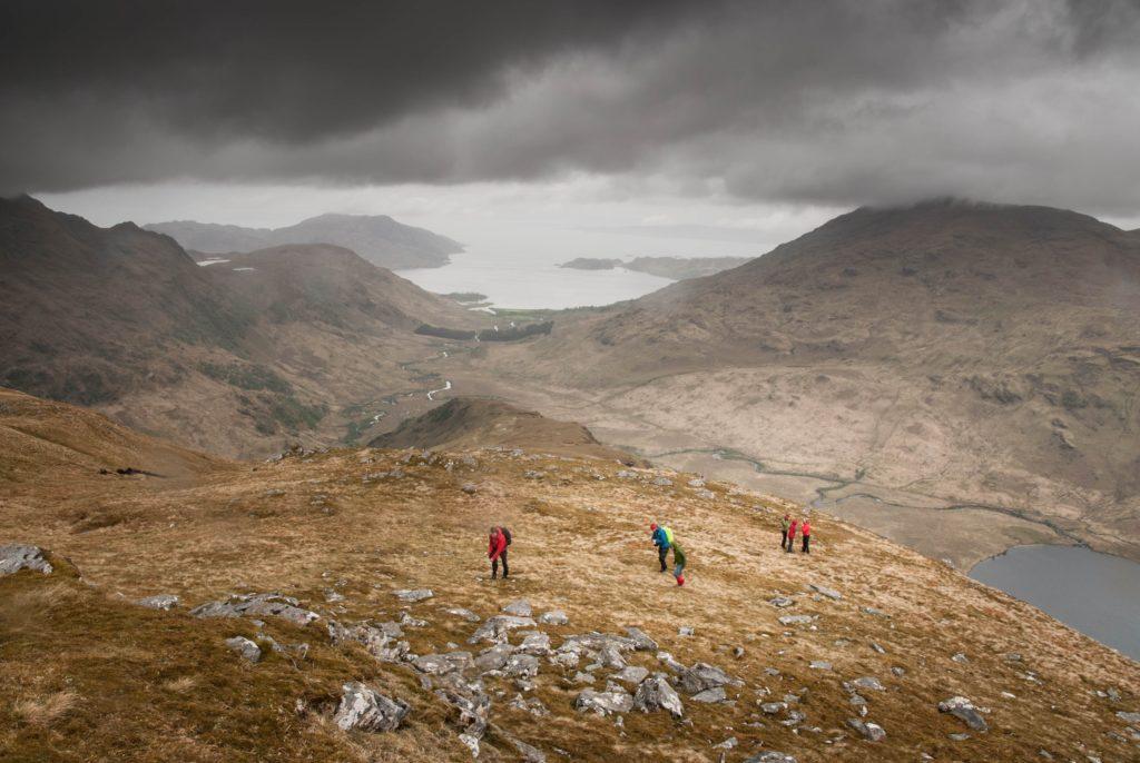 Alpinistas en la montaña
