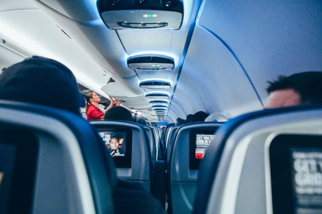 Personas en un avión
