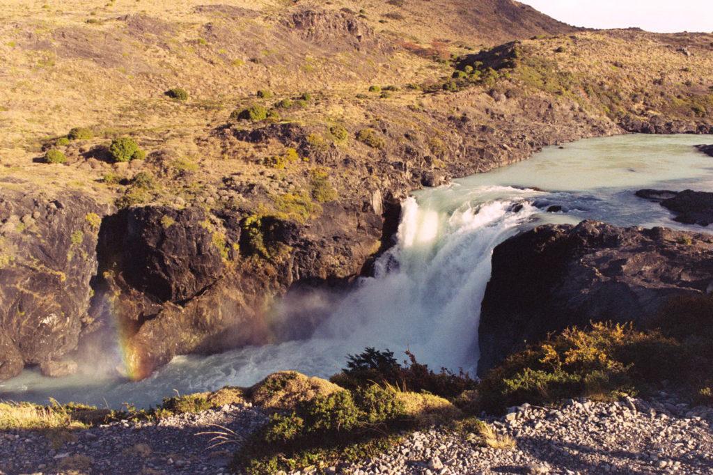 Río en el parque Torre del Paine