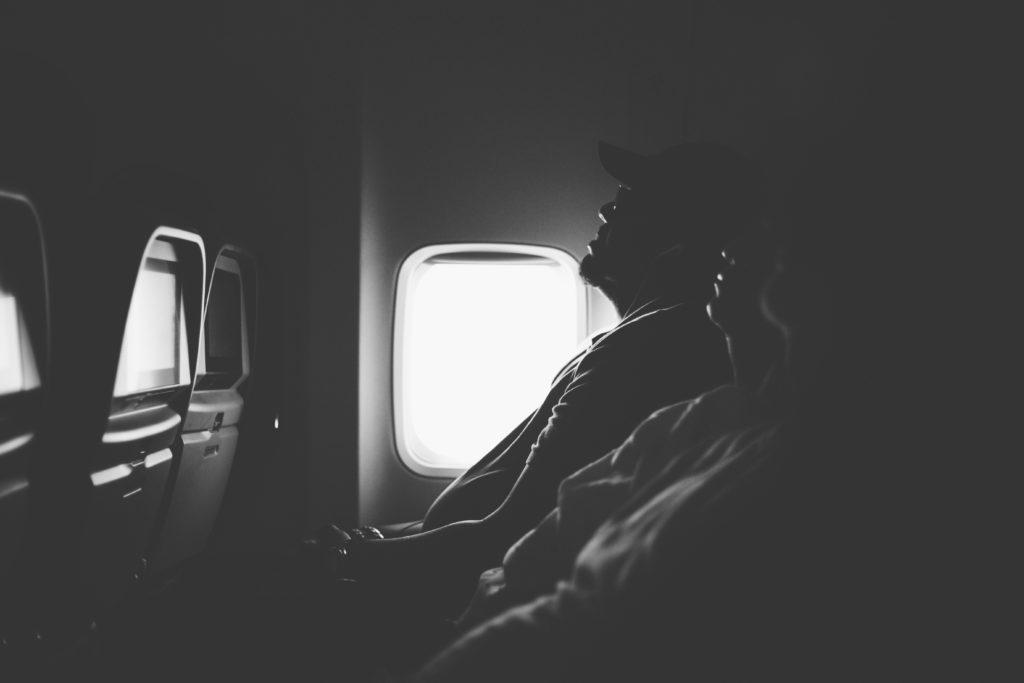 Personas durmiendo durante un vuelo  Annie Theby