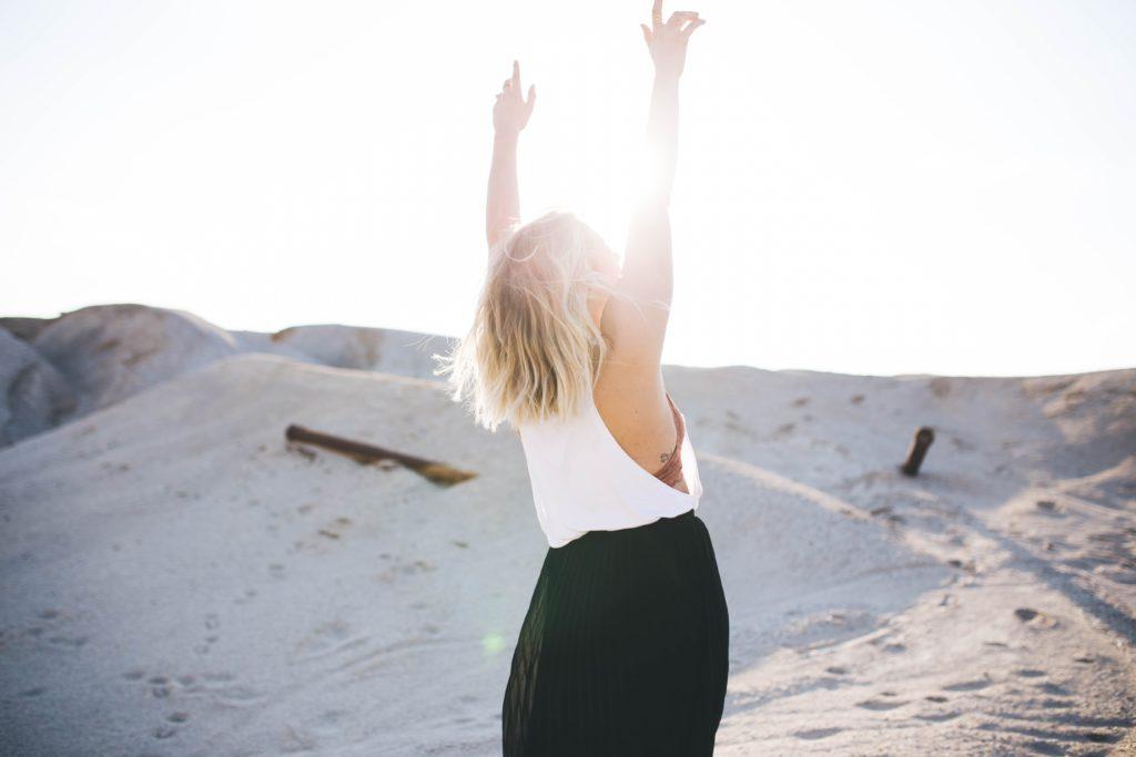 Mujer en el desierto,  Brooke Cagle