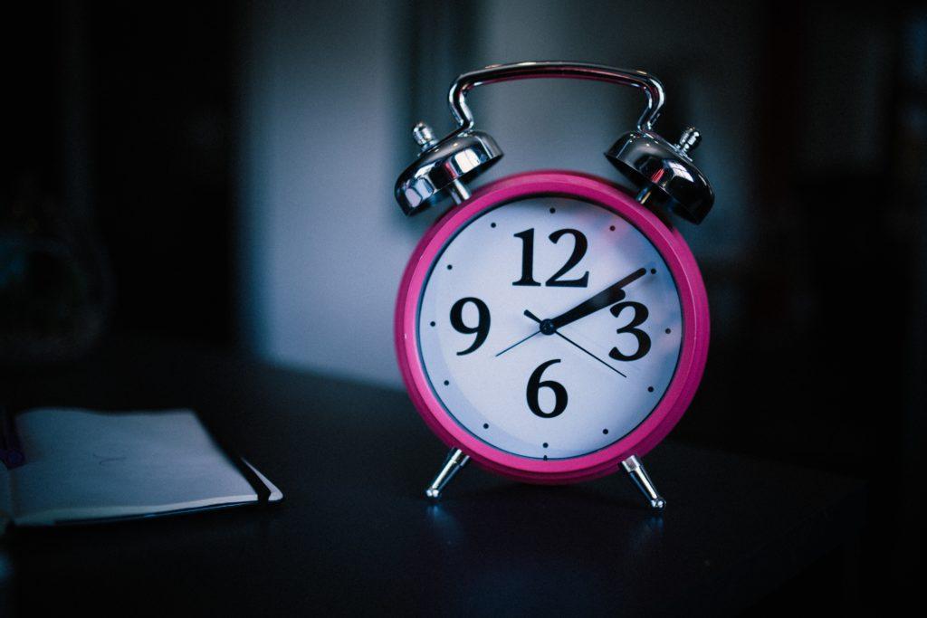 Reloj despertador   Mpho Mojapelo