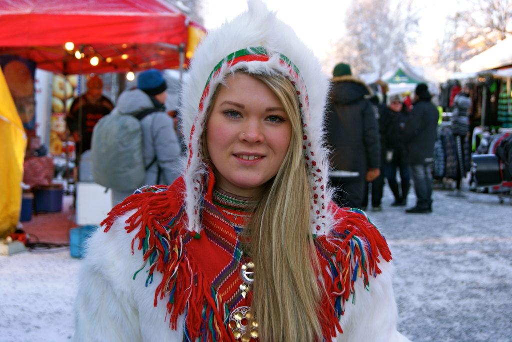 mujer sami de finlandia