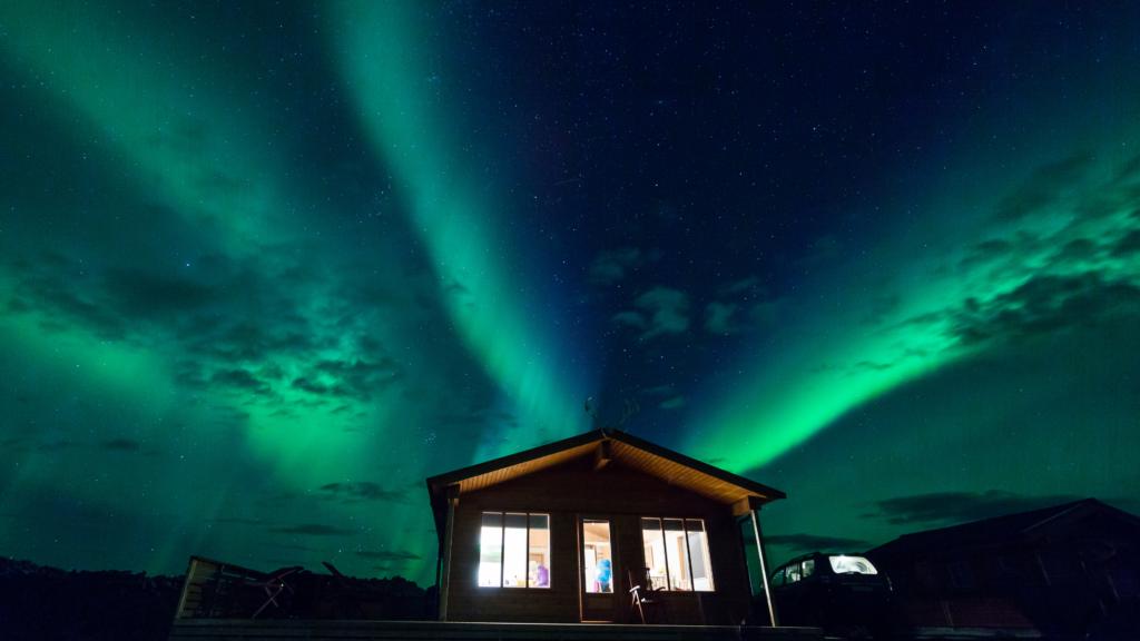 Acogedora espera de auroras boreales en Canadá